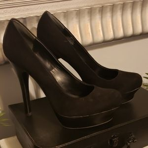 Jennifer Lopez Black Platform Pumps